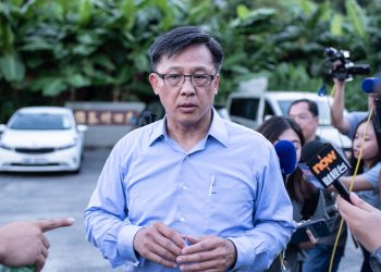 This picture taken on July 23, 2019 shows Hong Kong pro-Beijing government lawmaker Junius Ho leaving the cemetery after learning his parents' gravestones were vandalised in the Tuen Mun district of Hong Kong. - Hong Kong police on July 25 banned a planned protest against suspected triad gangs who beat up pro-democracy demonstrators, ratcheting up tensions ahead of what is expected to be another weekend of anti-government rallies. Ho has been criticised by some after he was seen shaking hands with pro-government suspected triad gangs members before they attacked pro-democracy protesters returning from a march on July 21. (Photo by Philip FONG / AFP)